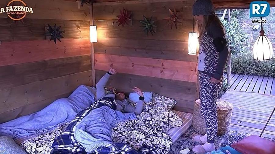 Flávia, Matheus e Marcelo dormem na casa da árvore - Reprodução/R7