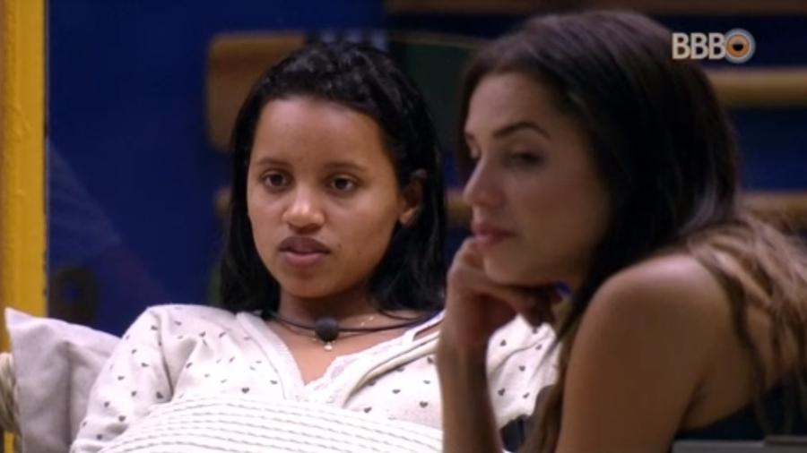 """Gleici e Paula conversam sobre relacionamento de Marcos e Emilly do """"BBB17"""" - Reprodução/GlobosatPlay"""