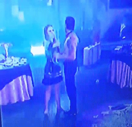 5.fev.2016 - Ana Paula dá dois tapas no rosto de Renan - Reprodução/TV Globo