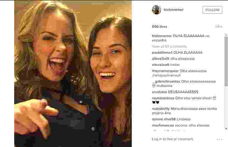 "10.mar.2015 - Ana Paula é tietada por Beatriz, filha de Fátima Bernardes e William Bonner, nos bastidores do ""Encontro"". ""OLHA ELAAAAAAA no encontro"", escreveu Beatriz - Reprodução/Instagram/biabonemer"