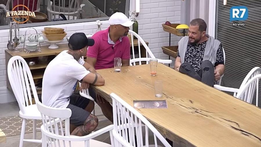 """Conrado fala sobre problemas de saúde com os peões de """"A Fazenda 9"""", da Record - Reprodução/R7"""