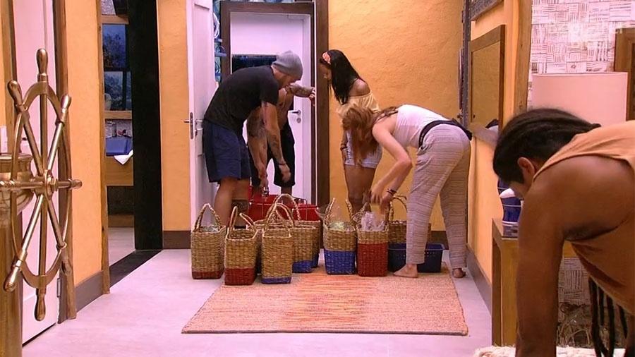 Brothers comemoram a chegada das compras após a prova da comida - Reprodução/GloboPlay