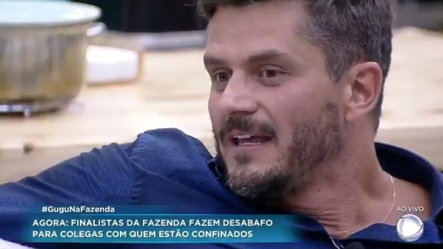 Marcos erra nome de Roberto Justus no programa ao vivo - Reprodução/R7