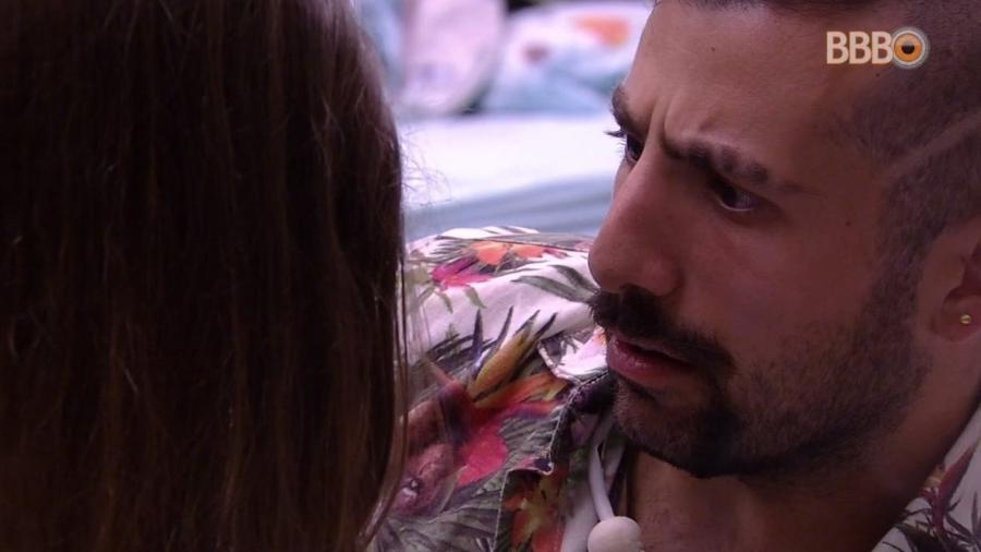 Kaysar se assusta com acusação de Patrícia - Reprodução/Globoplay