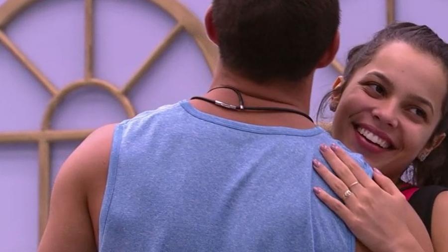 Gêmeos flertam e dançam na estreia do BBB17 - Reprodução/TV Globo