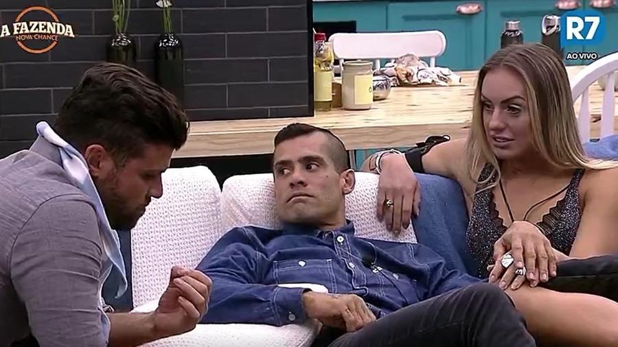 Marcelo, Yuri e Monick debatem sobre a roça da semana - Reprodução/R7