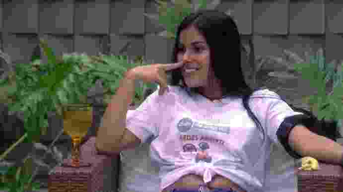 21.mar.2016 - Munik fica incrédula ao descobrir que Cacau também dormiu de conchinha com ela e com Laham - Reprodução/TV Globo