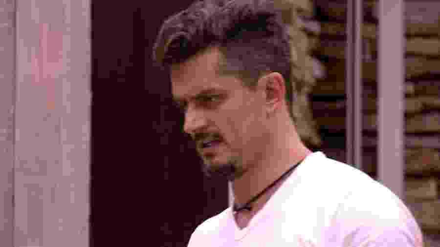 """Marcos reclama com Emilly no """"BBB17"""" - Reprodução/TV Globo"""