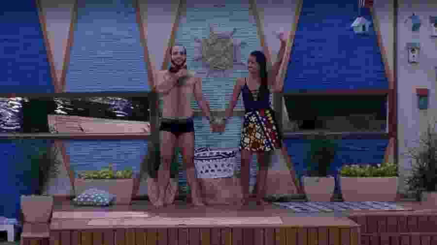 Gleici e Mahmoud pulam na piscina após a eliminação de Nayara - Reprodução/Globoplay