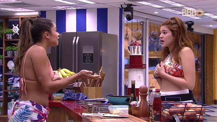Paula e Ana Clara discutem na cozinha sobre escolhas de jogo - Reprodução/GlobosatPlay
