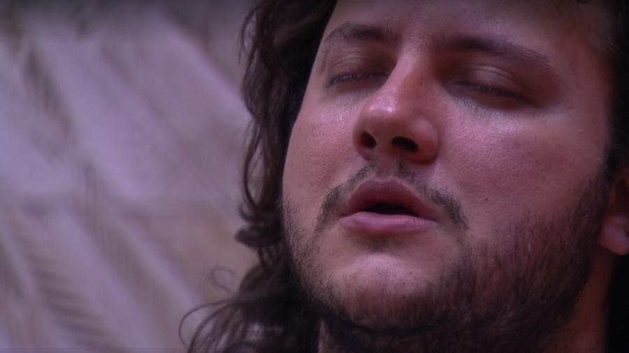 Diego chora na academia pouco antes da formação do paredão - Reprodução/Globoplay