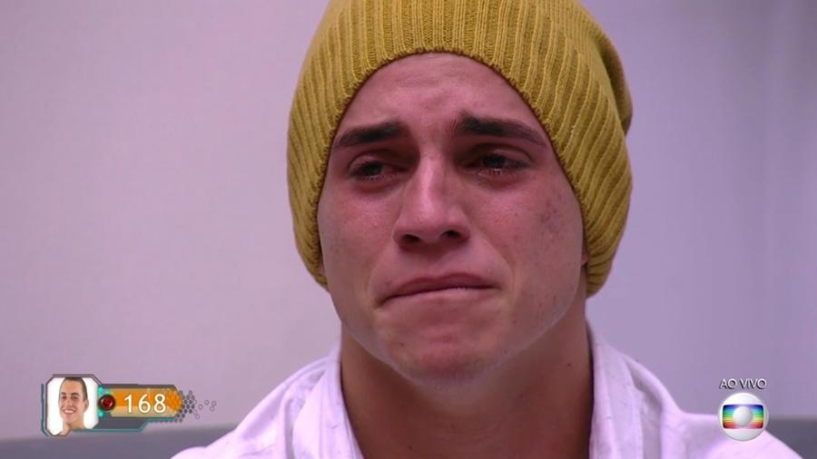 Manoel se emociona ao ouvir recado da família minutos antes do paredão - Reprodução/TV Globo