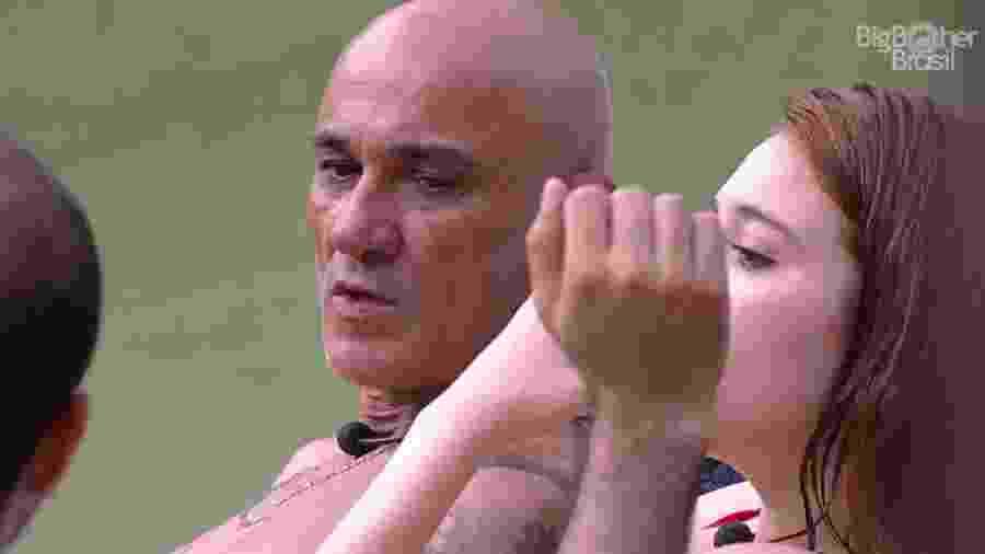 Ayrton questiona Mahmoud sobre sexualidade - Reprodução/Globoplay