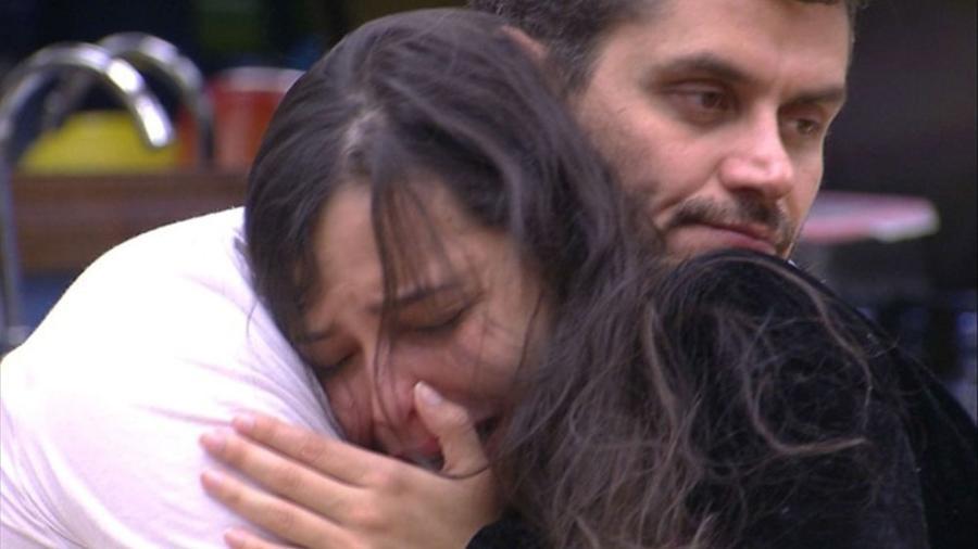 Emilly chora após briga com Ilmar - Reprodução/TV Globo