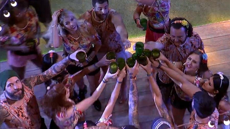 """Brothers fazem um brinde na segunda festa do """"BBB18"""" - Reprodução/Gshow"""
