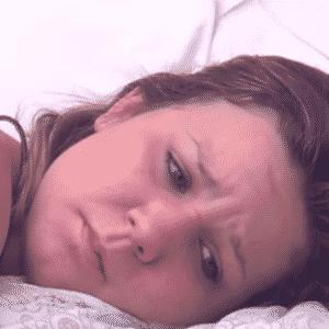 """23.mar.2016 - Maria Claudia chora no quarto do líder do """"BBB16"""" - Reprodução/TV Globo"""