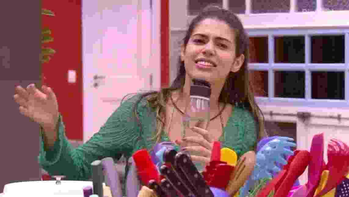 """30.jan.2017 - Vivian canta  com brothers e sisters na cozinha do """"BBB17"""" - Reprodução/Tv Globo"""