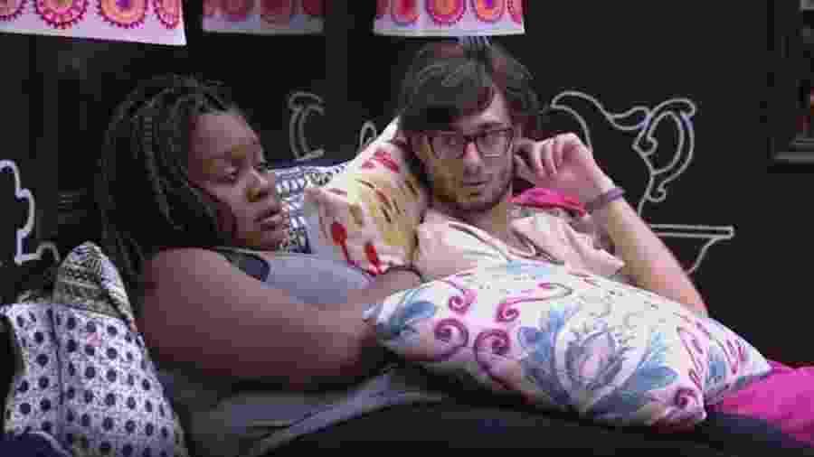 Roberta confabula com Pedro sobre paredão - Reprodução/TVGlobo