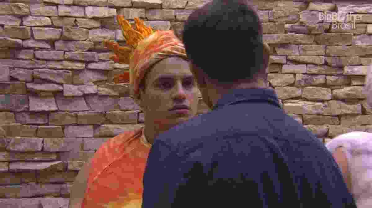 Antônio conversa com Luiz Felipe e ambos falam mal de Marcos - Reprodução/TV Globo