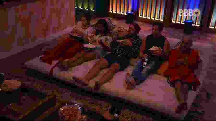 Brothers assistem à filme no cinema do líder - Reprodução/GlobosatPlay