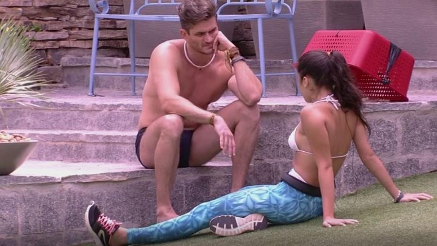 Marcos conversa como Emilly sobre possibilidade de ser eliminado - Reprodução/TVGlobo