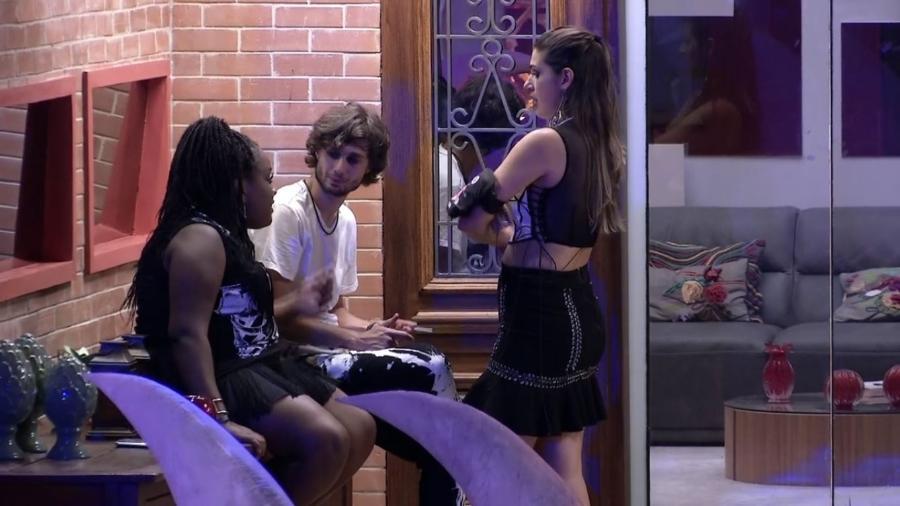 Roberta, Pedro e Vivian falam sobre atitudes de Marcos - Reprodução/TV Globo