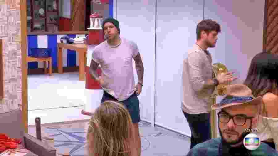 Caruso e Jéssica discutem depois da formação do paredão - Reprodução/TvGlobo