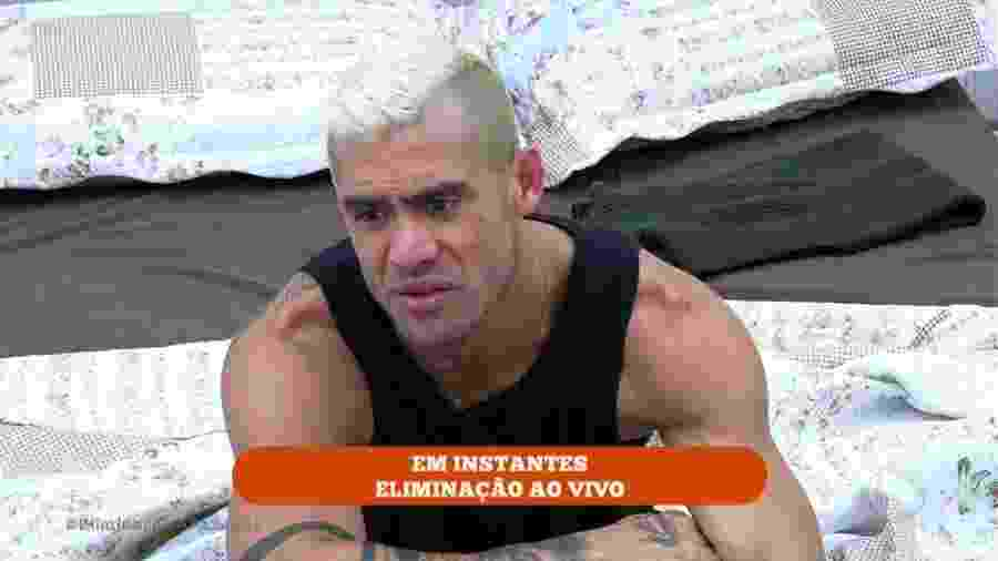 Yuri fica nervoso com Marcelo Ié Ié durante atividade  - Reprodução/Record