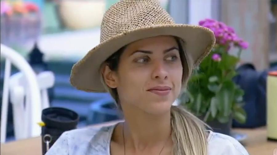 Ana Paula Minerato critica comportamento de Flávia e Marcelo - Reprodução/R7