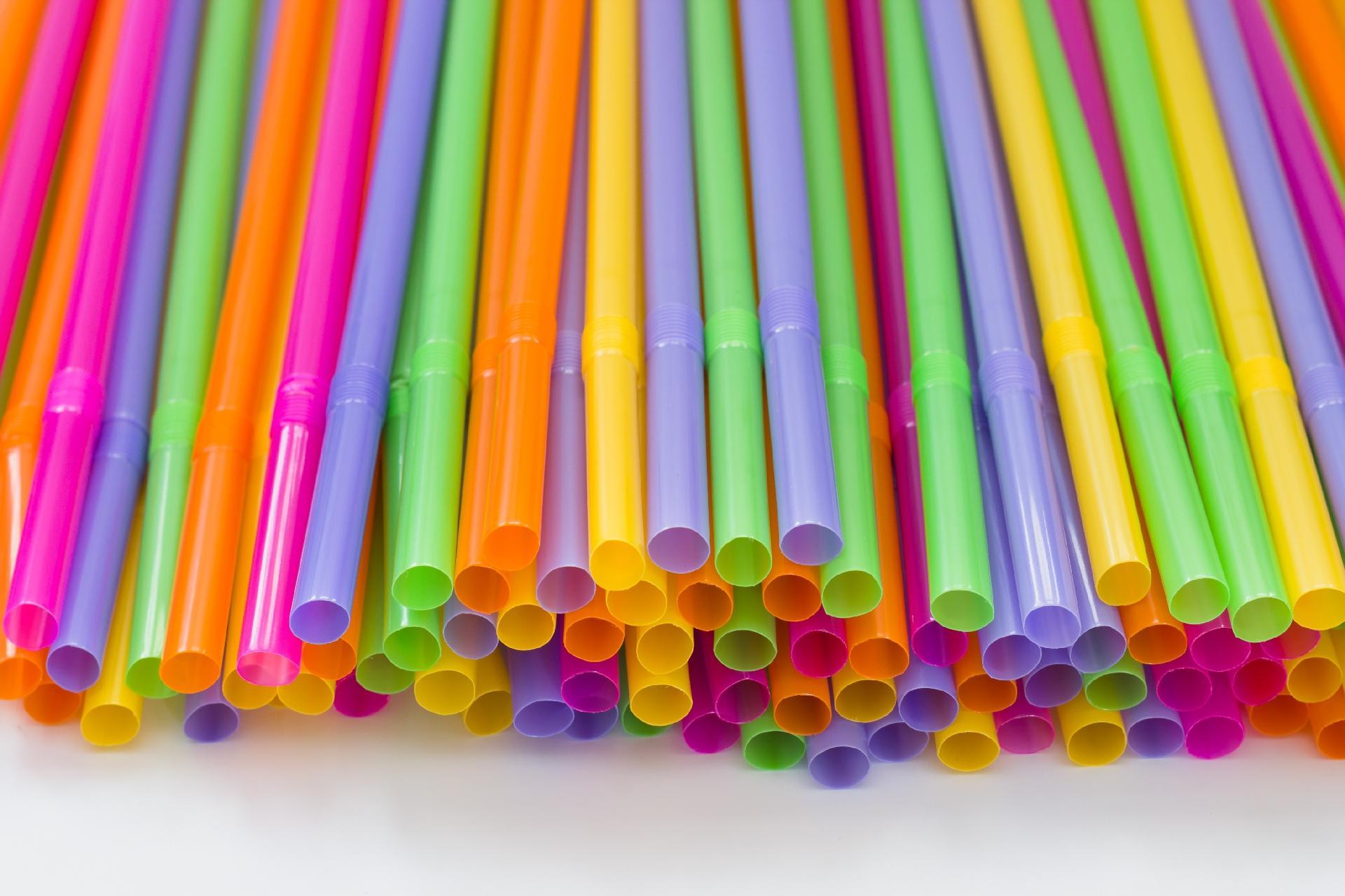 Vereadores de São Paulo aprovam proibição de canudos de plástico na cidade