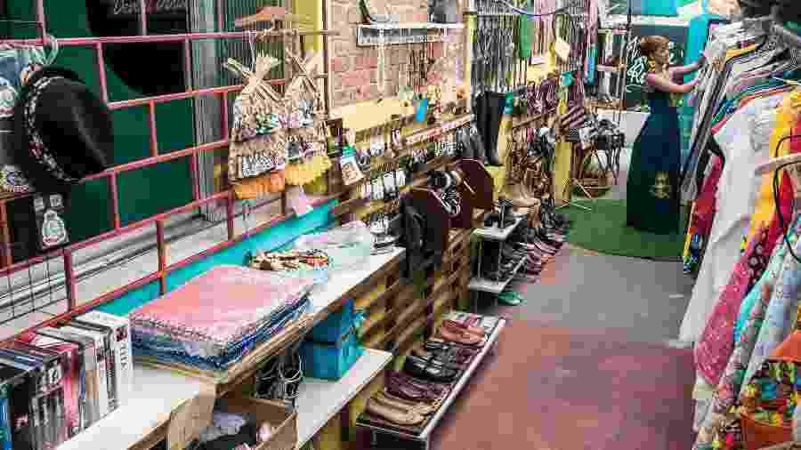No térreo de um simpático predinho com jardim, o Devant Vintage chama atenção pela oferta de produtos variados - Keiny Andrade/UOL