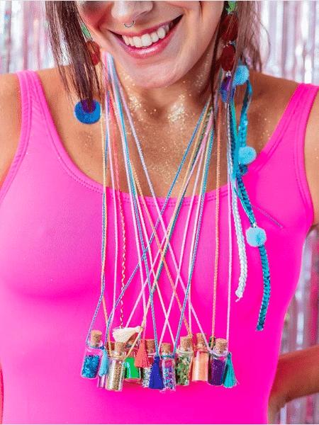 Colares de glitter, da Novo Ateliê - Divulgação - Divulgação