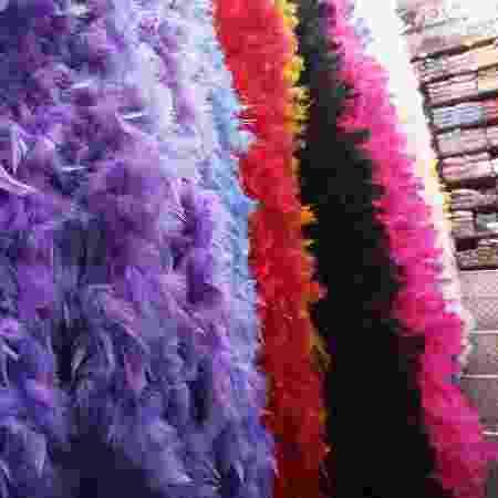 Acessórios de Carnaval na 25 de Março - Daiana Dalfito / UOL - Daiana Dalfito / UOL