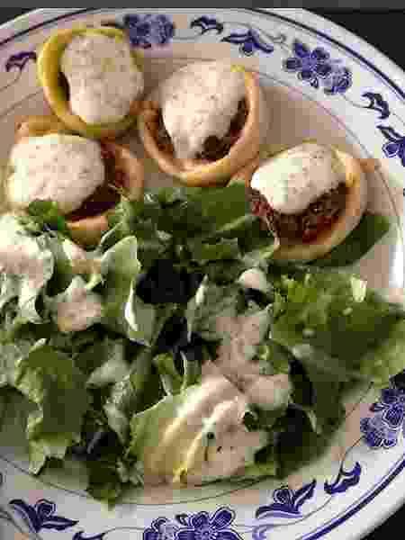 Mini esfihas preparadas pela chef Moema Kuyumjian, da Dona Flora Goumet - Divulgação/Instagram