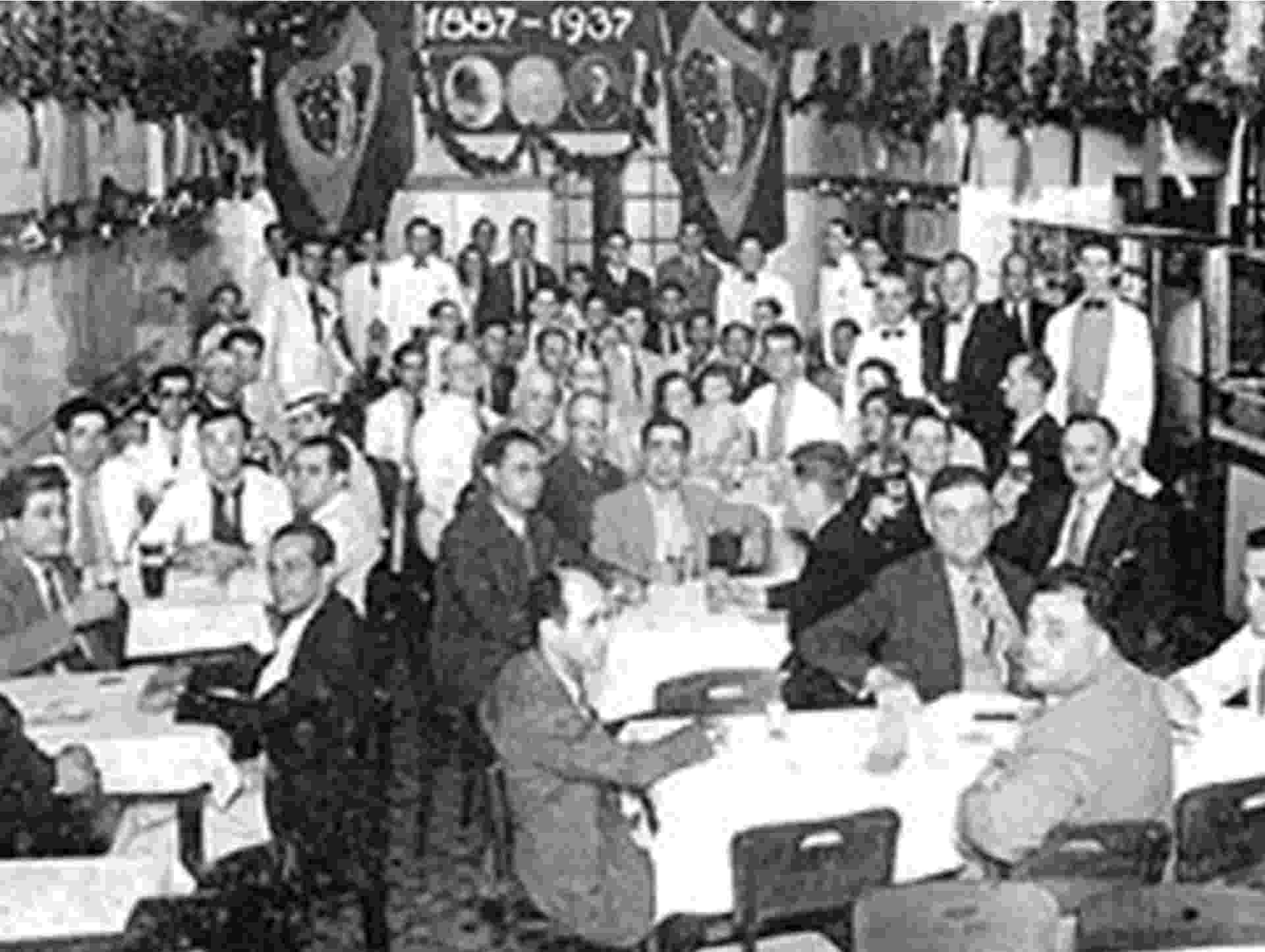 Reunião dos alunos da Faculdade de Direito do Largo São Francisco - 1937 - Divulgação/Ponto Chic