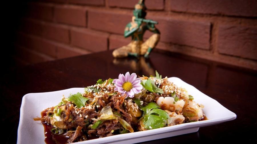 Salada de confit de pato, do restaurante Namga - Divulgação