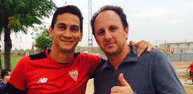 Rogério Ceni com Ganso durante estágio no Sevilla: anotaçõs em caderninho