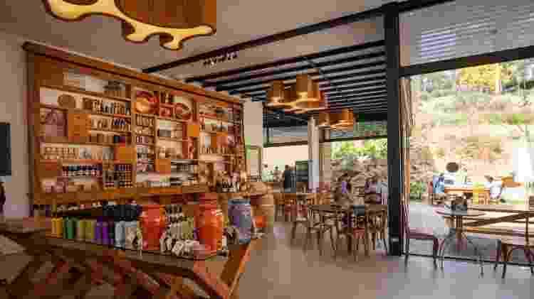 Loja e cafeteria no centro de visitantes da Fazenda Irarema - Daniel Reche/Divulgação