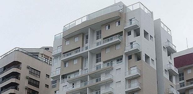 Fachada do prédio onde fica o tríplex no Guarujá (litoral de SP)