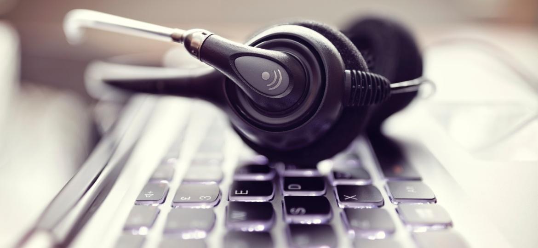 Teclado, computador, fone de ouvido, música, música na internet, streaming, internet - Brian A. Jackson/iStock