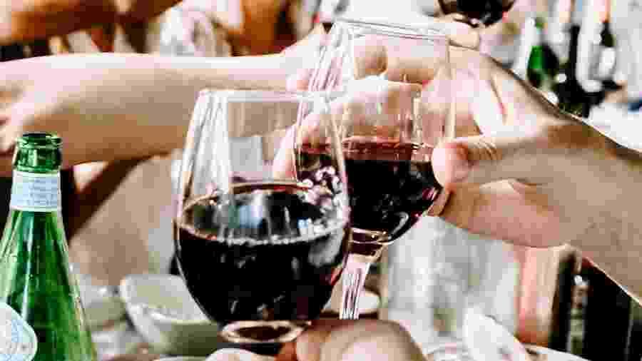 A mulher bebeu apenas uma taça do vinho, que segundo ela tinha um sabor desagradável - Unsplash