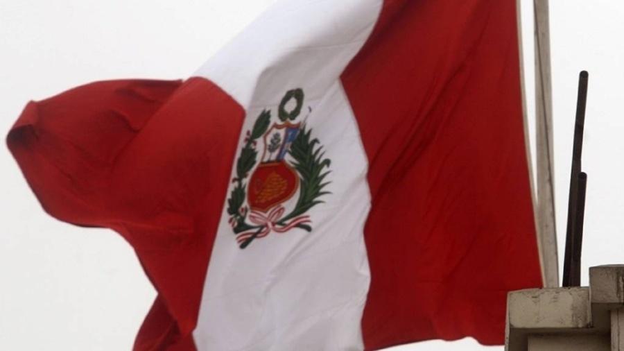 Imagem de arquivo de bandeira do Peru; país está localizado na grande área conhecida como Círculo de Fogo do Pacífico - AFP