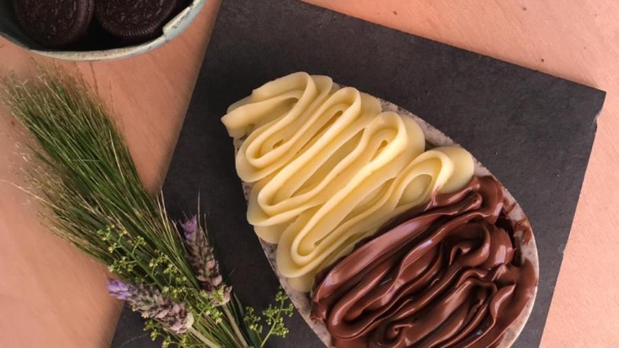 Ovo de Páscoa da marca catarinense Browneria To Go: casca de chocolate branco e Oreo, recheada com brownie, Nutella e brigadeiro de Leite Ninho - Divulgação