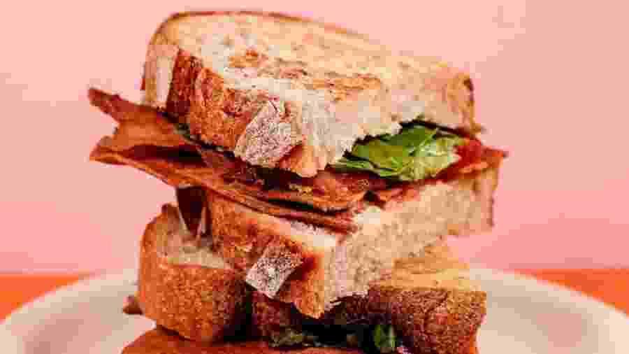 "Sanduíche que leva o ""bacon falso"" criado pela startup Prime Roots - Instagram/primeroots"