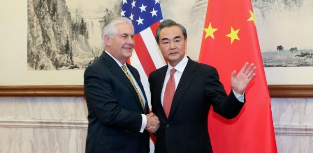 Rex Tillerson, secretário de Estado dos EUA, e o ministro das Relações Exteriores da China, Wang Yi