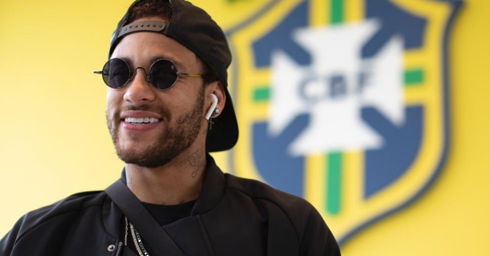 Neymar se apresenta à seleção antes do previsto