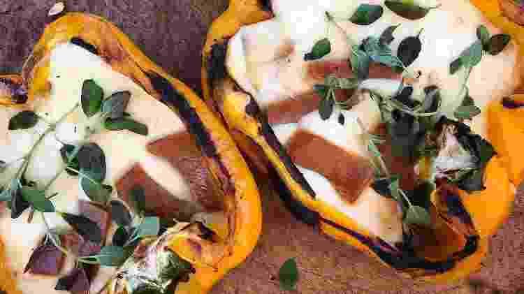 Pimentões recheados com provolone na grelha no @meurangododia - Reprodução/Instagram/@meurangododia