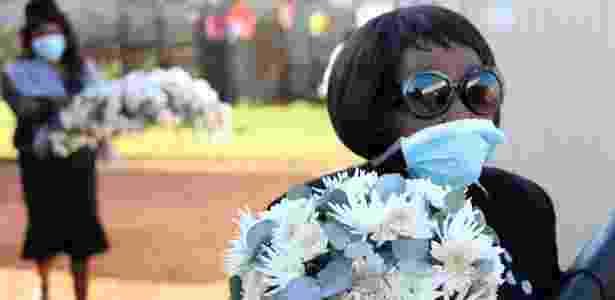 Funeral em Soweto, na África do Sul, durante a pandemia de coronavírus  - Siphiwe Sibeko -24.abr.2020 /Reuters