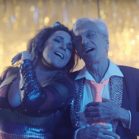 """Daniela Mercury e Caetano Veloso em clima de """"Proibido o Carnaval"""" - Reprodução"""