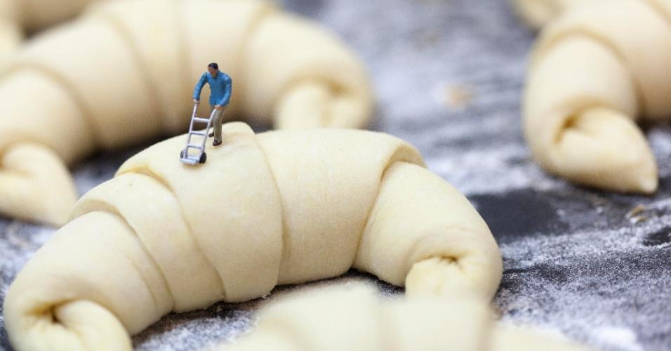 """Um carregador perdido entre croissants prestes a serem assados é uma das imagens da exposição """"Sabor sem Medidas"""", do fotógrafo carioca Luis Gutman"""